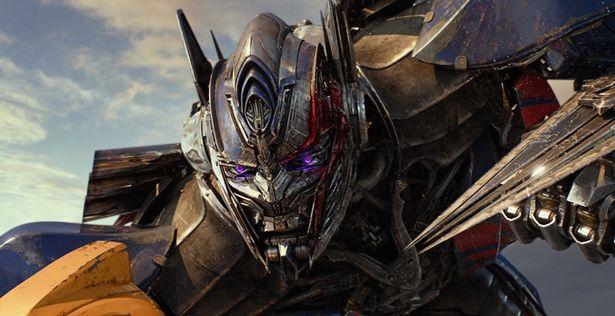 金属生命体トランスフォーマーの新たな真実が明かされる『トランスフォーマー/最後の騎士王』