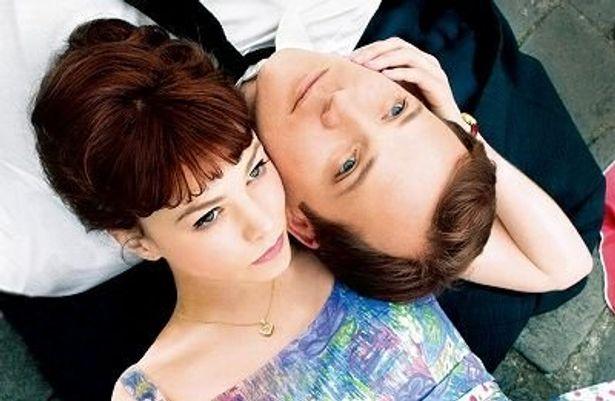 『17歳の肖像』(原題:An Education)の新星女優キャリー・マリガンとピーター・サースガード