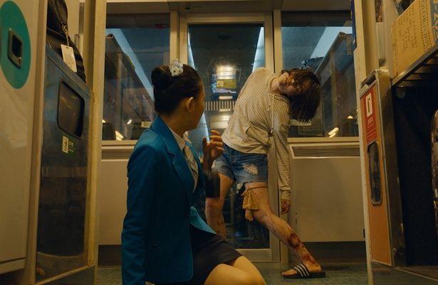 【写真を見る】たった一人の感染者が列車内を地獄絵図に変える
