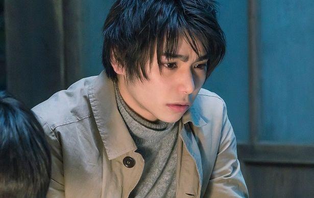 注目の若手俳優、村上虹郎も主人公の幼馴染・翔太として登場