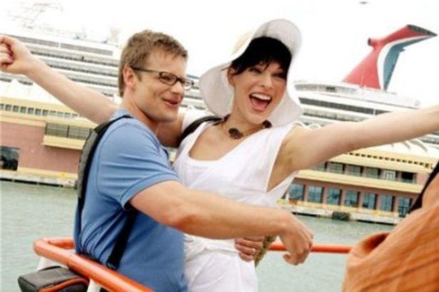 主演最新作では、幸せの絶頂にある新婚夫婦を演じるミラ・ジョボビッチ
