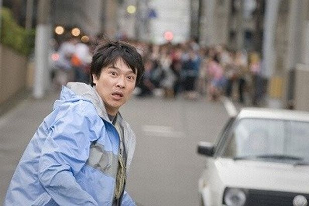 堺雅人が、首相暗殺事件の犯人に仕立て上げられる主人公・青柳を熱演!