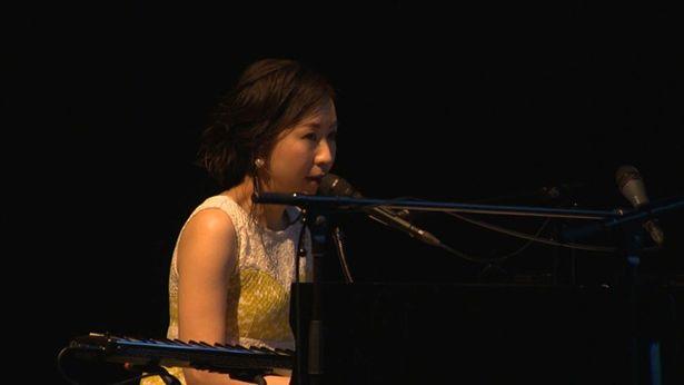 主題歌を歌ったコトリンゴによる劇中音楽の貴重なスペシャルライブ映像を収録