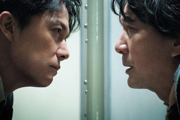 【写真を見る】福山扮する弁護士を役所演じる容疑者が翻弄していく『三度目の殺人』
