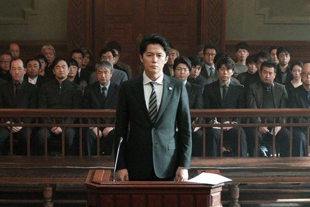 『そして父になる』(13)の是枝裕和監督の最新作、『三度目の殺人』は邦画トップの3位