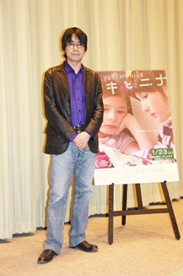 映画「ユキとニナ」の初日舞台あいさつを行った諏訪敦彦監督