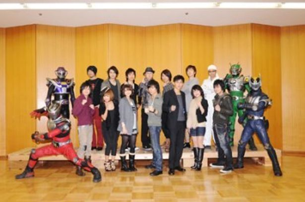 イベントに登場した「KAMEN RIDER DRAGON KNIGHT」日本語吹き替え版のキャストたち