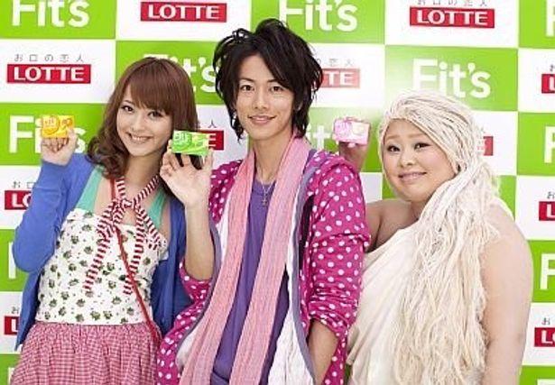 シリーズ第3弾で顔をそろえた、左から佐々木希さん、佐藤健さん、渡辺直美さん