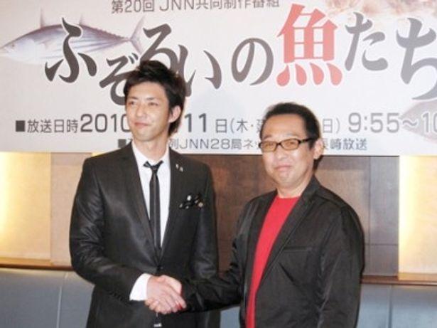 「ふぞろいの魚たち」の制作発表会見に出席した金子昇、さだまさし(左から)