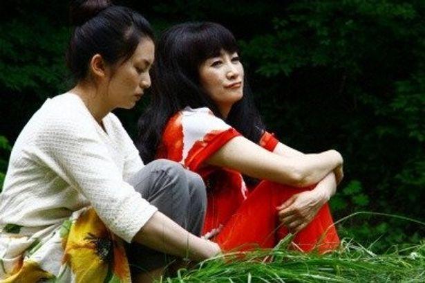倫子のオカン役に余貴美子。彼女のテーマカラーは赤だ