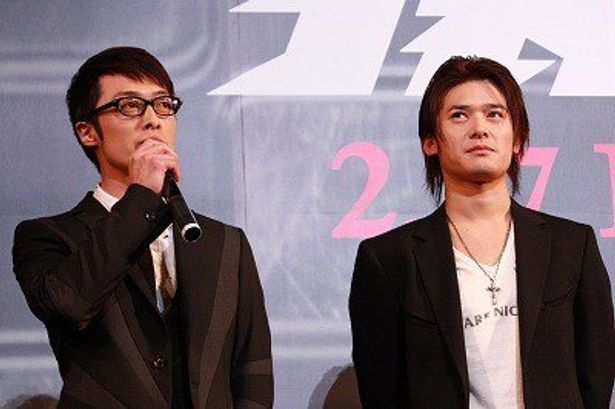 スタイリッシュなヤクザ役の和田聰宏(左)と、ドラマから続投で映画では刑事役の高岡蒼甫