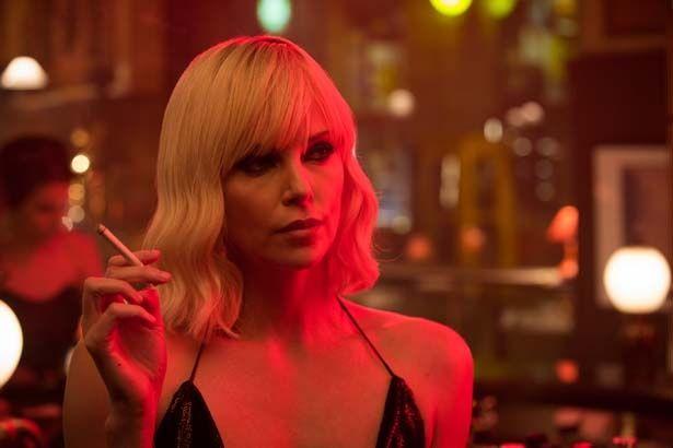 『アトミック・ブロンド』で最強の女スパイを演じるシャーリーズ・セロン