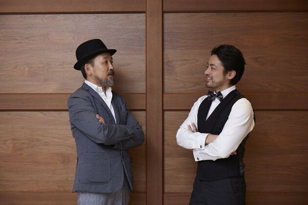 撮影の合間も、山田の出演作などの話題で盛り上がる2人
