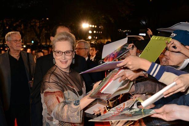 【写真を見る】昨年のレッドカーペットイベントではメリル・ストリープが観客からのサイン攻めに!