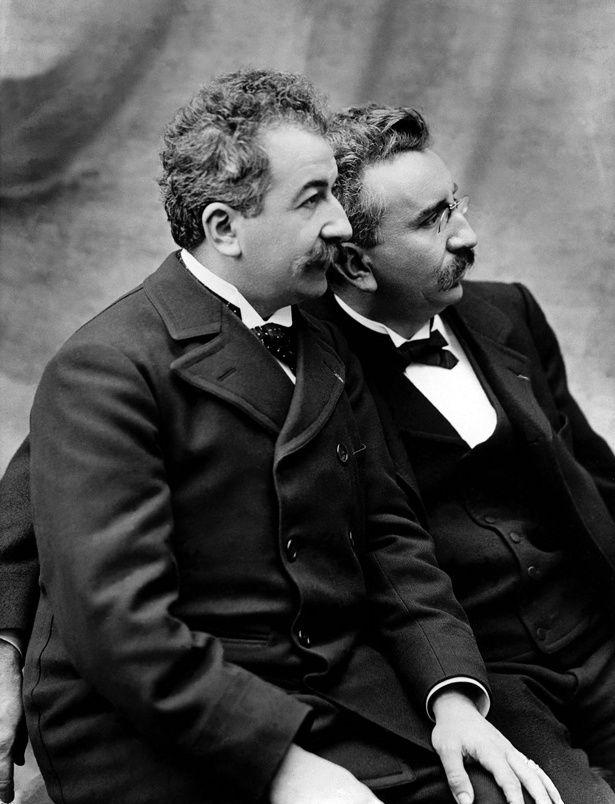 """シネマトグラフを発明した""""映画の父""""ルイ&オーギュスト・リュミエール兄弟"""