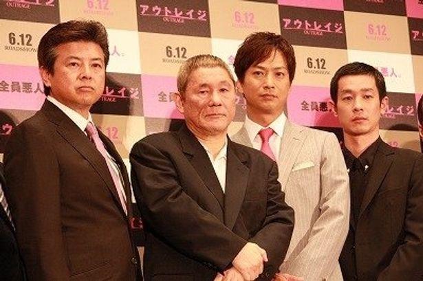 左から:三浦友和、北野武監督、椎名桔平、加瀬亮。彼らのワルぶりにしびれる!