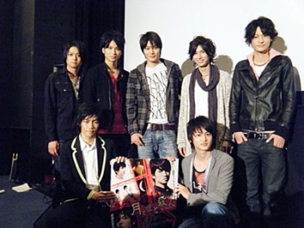 映画「月と嘘と殺人」の先行上映会に滝口幸広、八神蓮(写真前列左)らイケメン7人が勢ぞろい