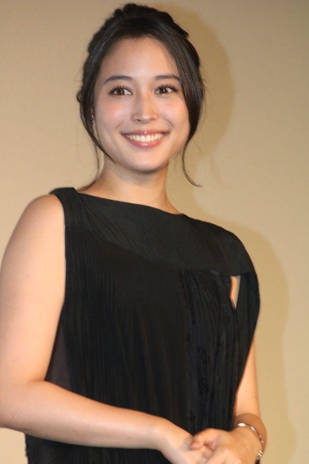 『巫女っちゃけん。』の主演を務めた広瀬アリス