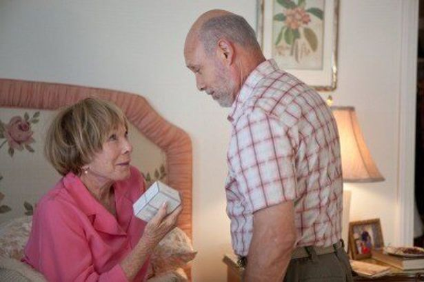 シャーリー・マクレーンと、ヘクター・エリゾント扮する老夫婦のラブラブぶりが素晴らしい!
