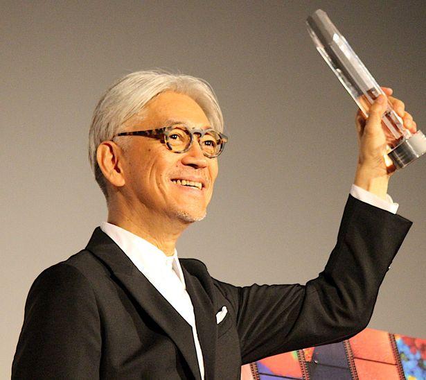 坂本龍一、「SAMURAI賞」を受賞!