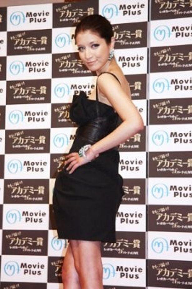 マリエは総額約1億5千万円のジュエリーを身に着けてのドレスファッションを披露