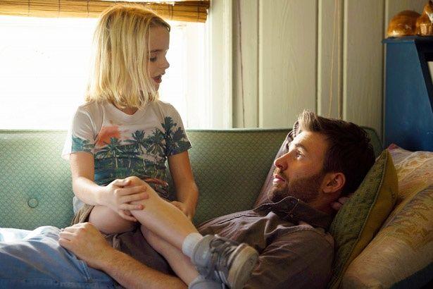 【写真を見る】フランク役のクリス・エヴァンスは「女優として素晴らしい人」とオクタヴィアを絶賛!(『gifted/ギフテッド』)