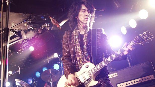ツアー中に亡くなった父が好きだったというギターの菊地英昭。「球根」を感情を込めて演奏する姿が印象的