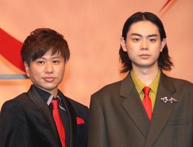『火花』で漫才コンビを演じた菅田将暉と川谷修士(2丁拳銃)