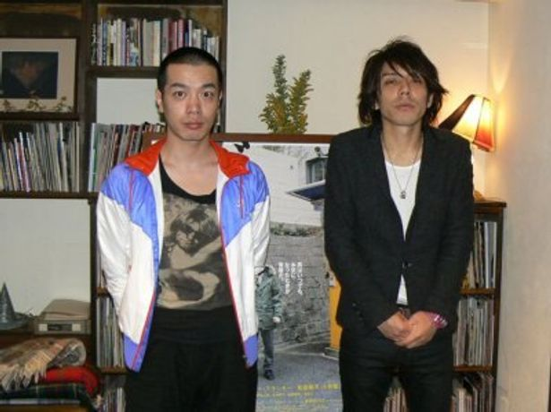 峯田和伸(写真左)と三浦大輔監督(写真右)