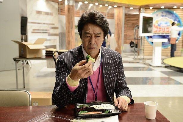 人気クイズ番組のプロデューサー・神田達也を演じる堤真一