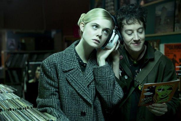 『パーティで女の子に話しかけるには』でエルは、パンクロックやファッションに興味を持つ異星人の少女を演じる