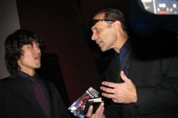 ニューヨーク国際インディペンデント映画祭にて。作品のプレゼンを行う高橋監督