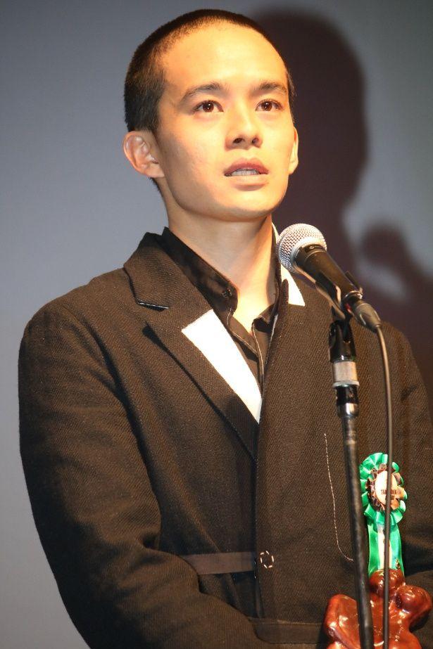 池松壮亮が坊主頭でTAMA映画賞授賞式に登壇