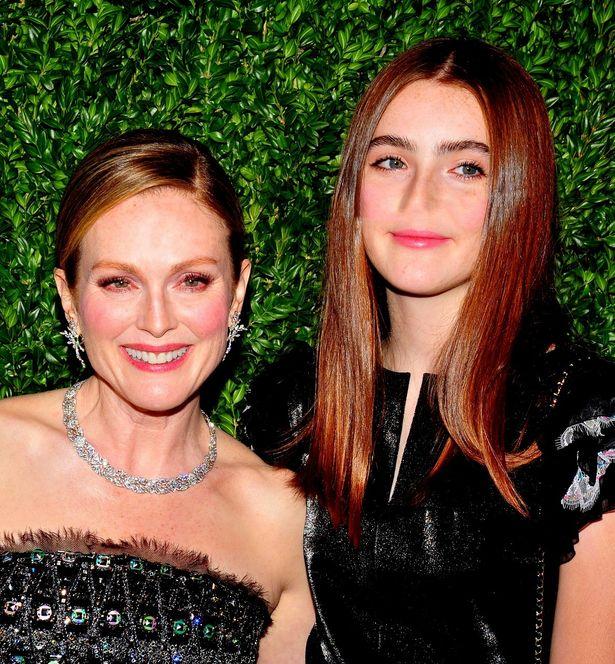 【写真を見る】似ている?似ていない?美しいジュリアンとリブの母娘!