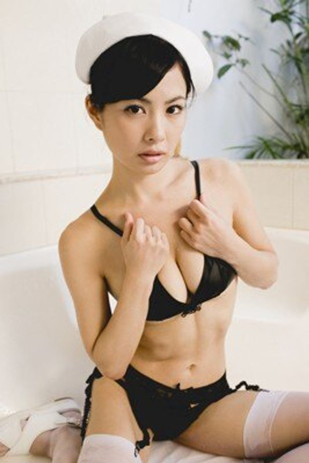 """""""エロかわ現役ナースグラドル""""の雨宮チエ(24)"""