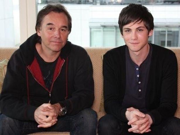意外にも初の来日キャンペーンとなったクリス・コロンバス監督(左)と、新星ローガン・ラーマン