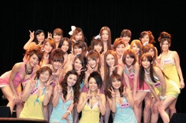 CDデビューイベントを行った「恵比寿マスカッツ」のメンバー