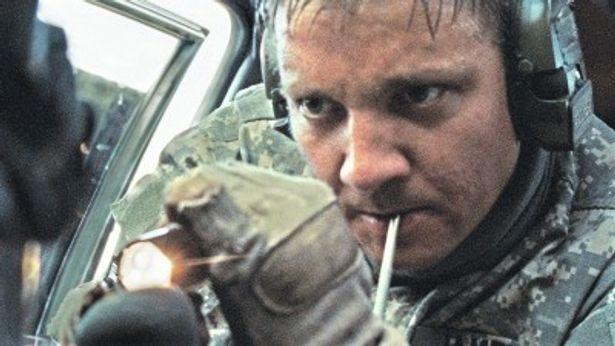 """ジェレミー・レナー扮するジェームズ二等軍曹は、ただの""""英雄""""と片付けられない複雑なキャラクターだ"""