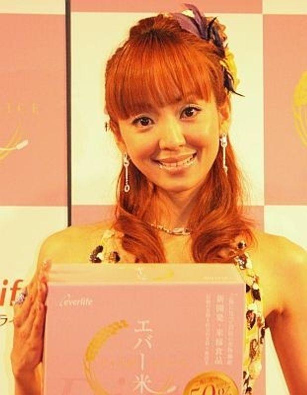 「エバー米(ライス)」のイベントに出席した神田うのさん。戸田菜穂さんの婚約発表を笑顔で祝福した
