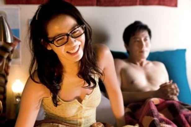 ちらリズムでそそる奔放な妻役のソン・イェジン