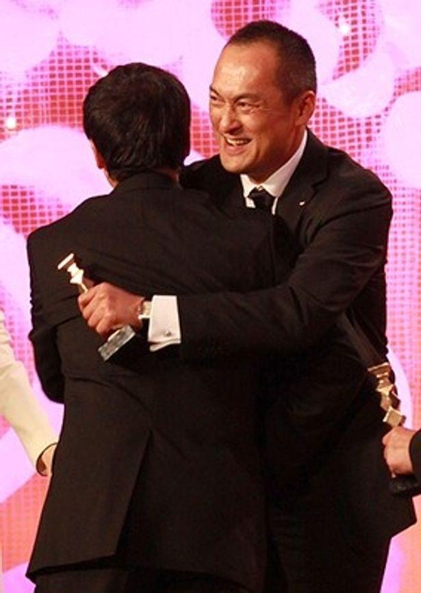 最優秀作品賞を受賞した『沈まぬ太陽』で主演を務め、最優秀主演男優賞に輝いた渡辺謙