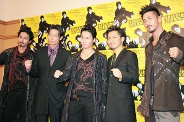左からKENCHI、KEIJI、TETSUYA、NAOTO、NAOKI
