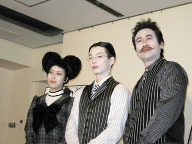 舞台「変身」に出演する、左から穂のか、森山未來、永島敏行