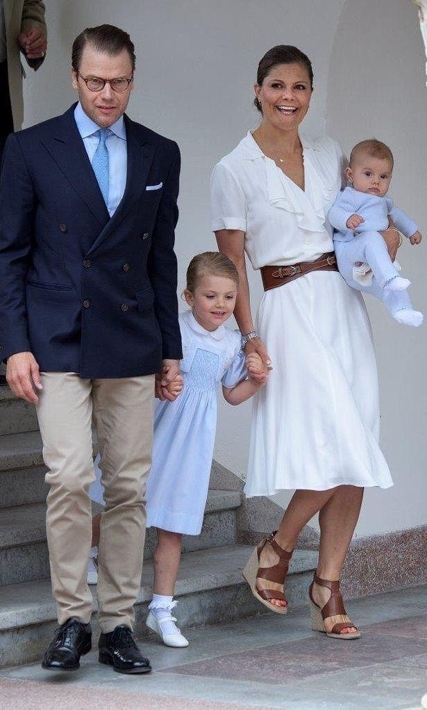 スウェーデン王室、クリスマスに向けた楽し気な家族写真を公開