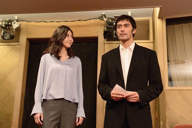 松嶋菜々子は舞台演出家役で、物語のキーマンとして登場する(『祈りの幕が下りる時』)