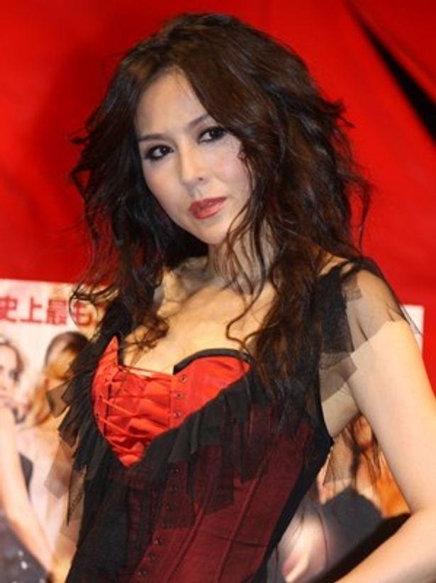 映画『NINE(ナイン)』(3月19日公開)の公開に先駆け、黒人ダンサーを従え、約8分間にも及ぶ挑発的なダンスを完璧に踊りきった女優の杉本彩