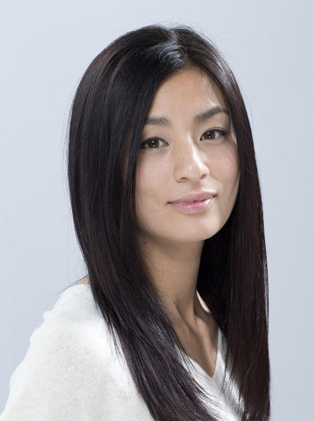 『素敵なダイナマイトスキャンダル』(3月17日公開)も控え、映画出演が相次ぐ尾野真千子