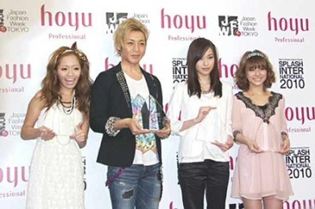 「HAIR COLORING AWARD 2010」に選ばれた小森純、つるの剛士、戸田恵梨香、神戸蘭子(左から)