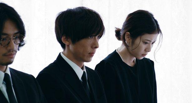 父の葬儀で、父の知られざる秘密が明らかになっていく(『blank13』)