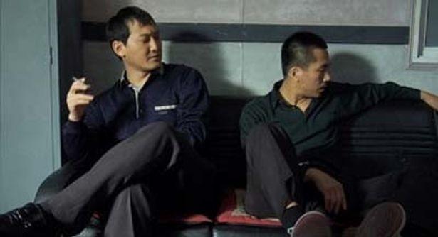 低予算の壁を乗り越えたヤン・イクチュン監督(右)